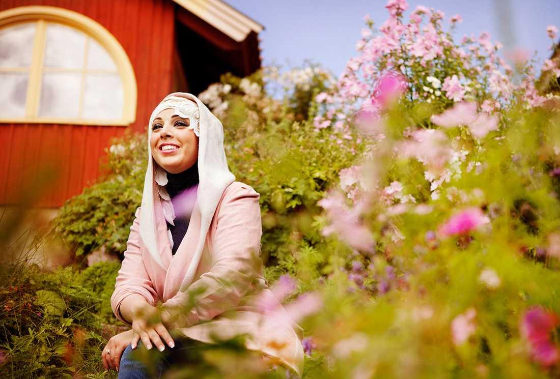 Designern Iman Aldebe vill normalisera det muslimska modet. Inspirerande, tycker debattören, men vi får inte glömma hur kvinnor i slöja blir behandlade.