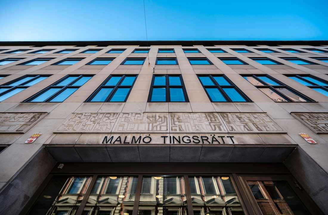 Malmö tingsrätt dömer en 56-årig man till fängelse i åtta år och tio månader för flera fall av grova våldtäkter mot fyra närstående flickor. Arkivbild.