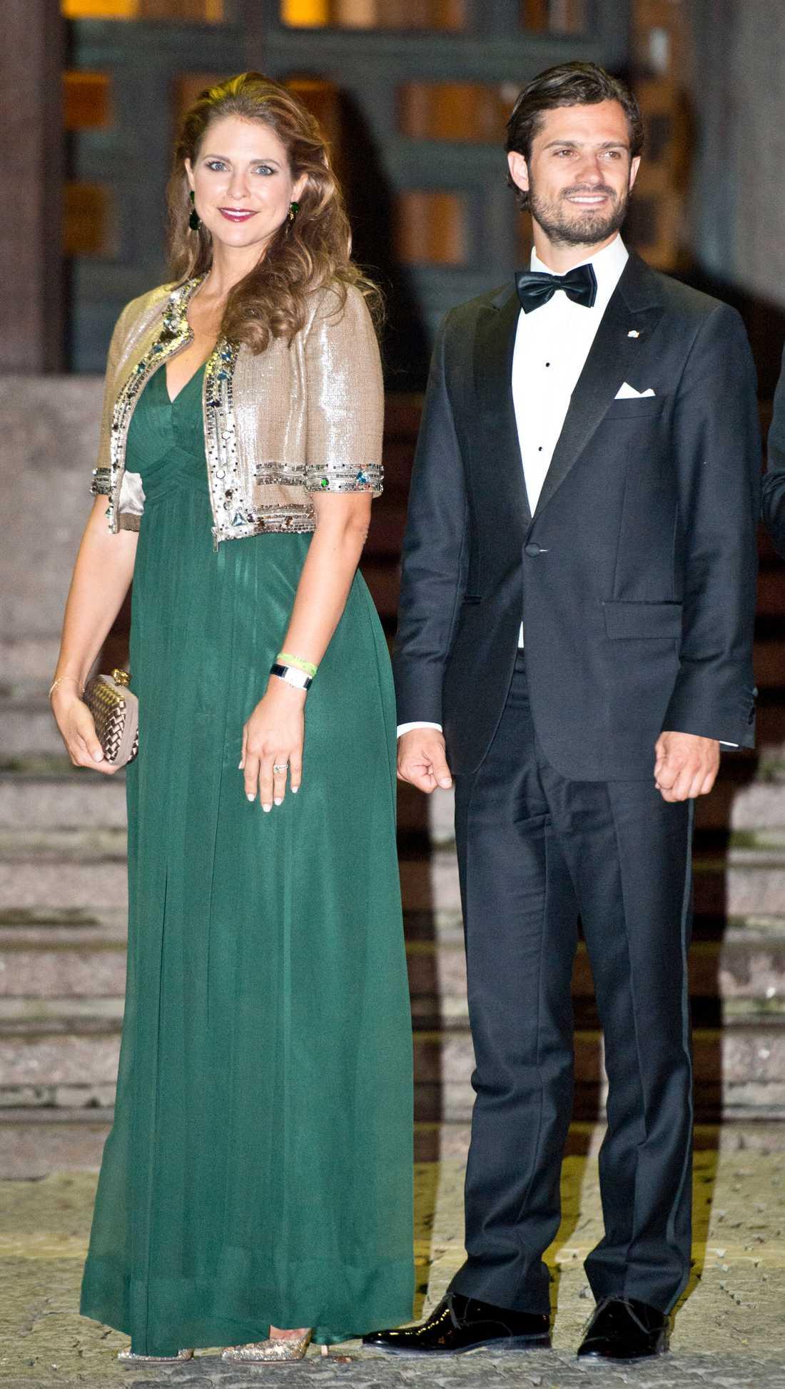 Kungen 40 år på tronen Prinsessan Madeleine och prins Carl Philip är på väg in i Konserthuset i Stockholm för riksdagens jubileumskonsert som hölls den 14 september för att fira Kungens 40 år på tronen.
