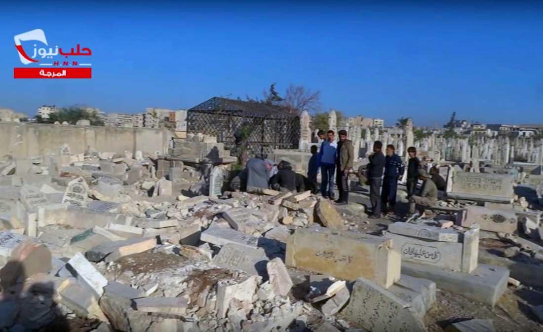 Begravning på en kyrkogård i Aleppo i oktober. Nu är kyrkogårdarna överfulla.