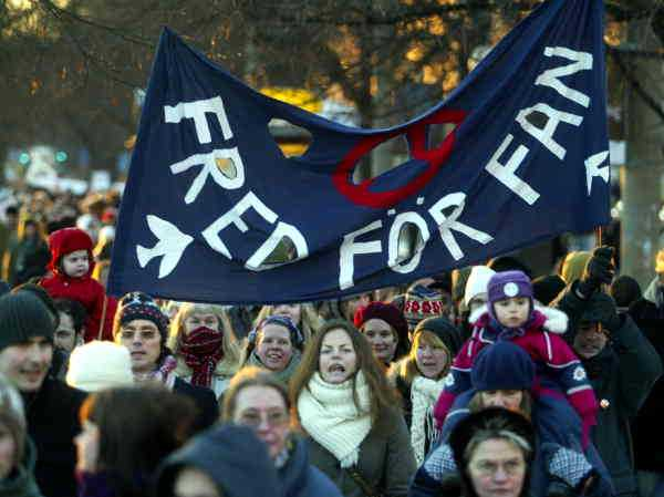 40 000 demonstrerade mot Irakkriget i Stockholm i februari 2003.