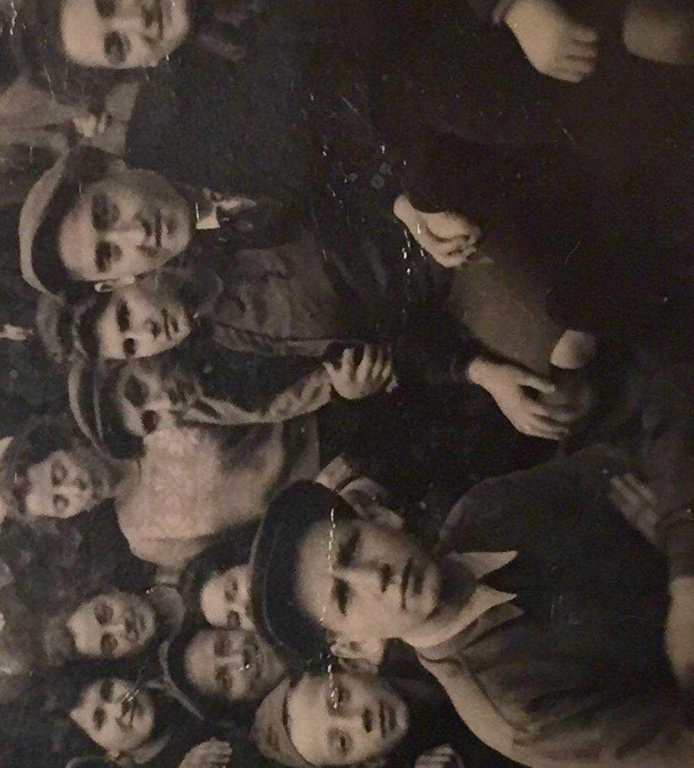 Bilden är tagen på en kibbutz strax efter kriget.