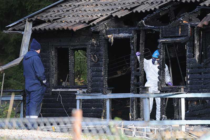 Två barn hittades döda efter branden.