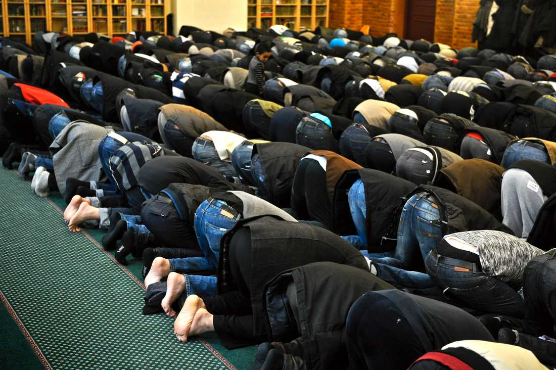 """""""De fyra imamer som gripits är alltså oskyldiga till brott. Men de misstänks för att predika obehagligheter. Alltså 'tas de väck'."""""""