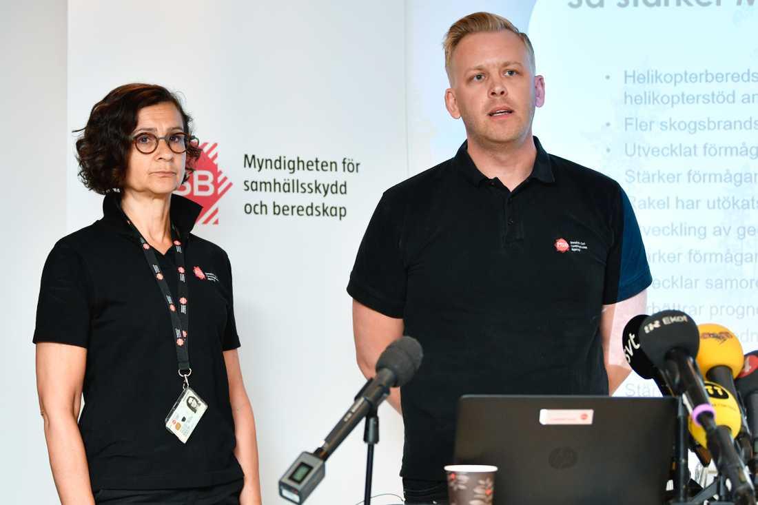 Anneli Bergholm Söder, MSB:s chef för den operativa avdelningen, och Jakob Wernerman, operativ chef för MSB:s hantering av bränderna