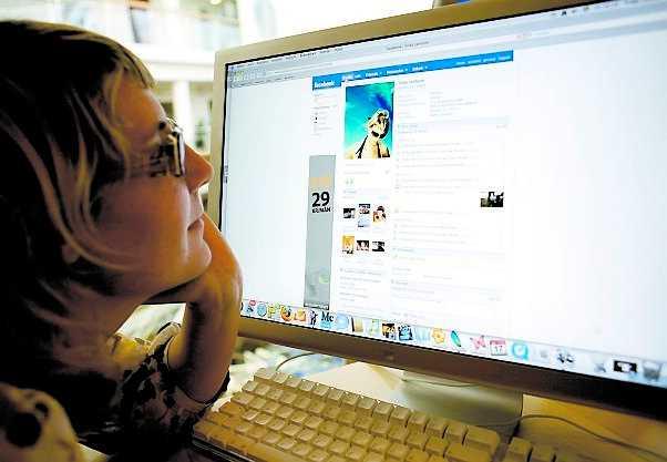 AVSLÖJAD AV FACEBOOK. Allt du köper online när du är inloggad på Facebook blir offentligt. Nu rasar medlemmar i USA.
