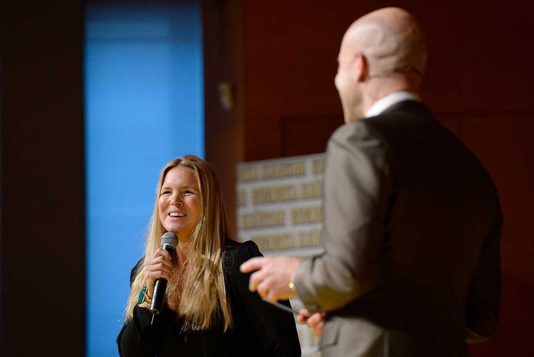 Anja Pärson, ordförande i hjältejuryn, tog emot elevernas jubel i Örnsköldsvik.