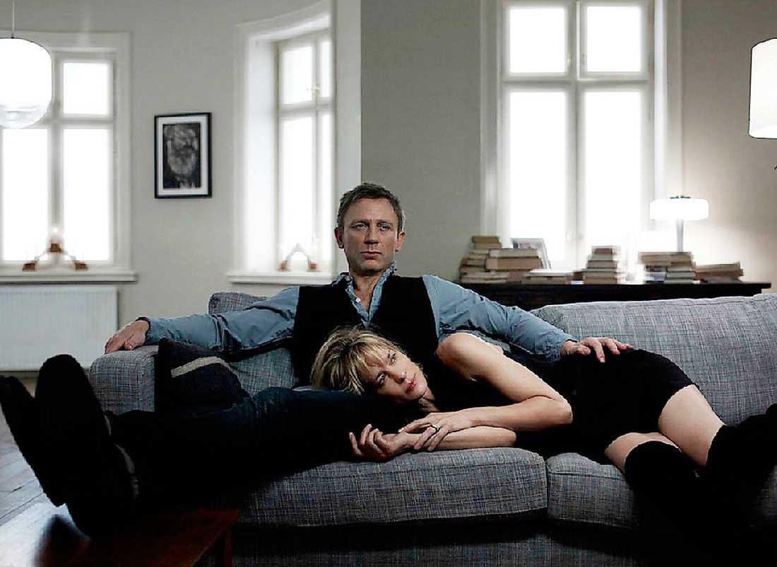 Vältränad – och gravallvarlig  I rollen som Mikael Blomkvist ler Daniel Craig aldrig och är lite för vältränad för en levnadsglad journalist. Robin Wright hinner aldrig ge något större intryck som Erika Berger.