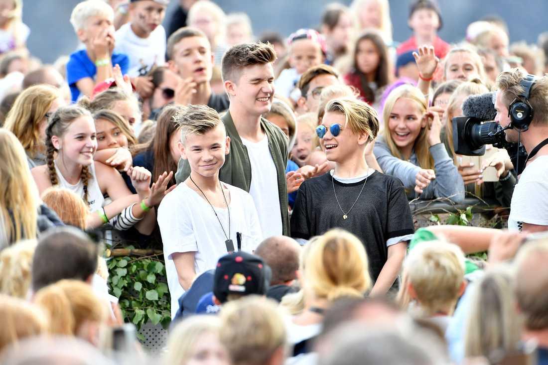 Marcus & Martinus bland fansen på Skansen.