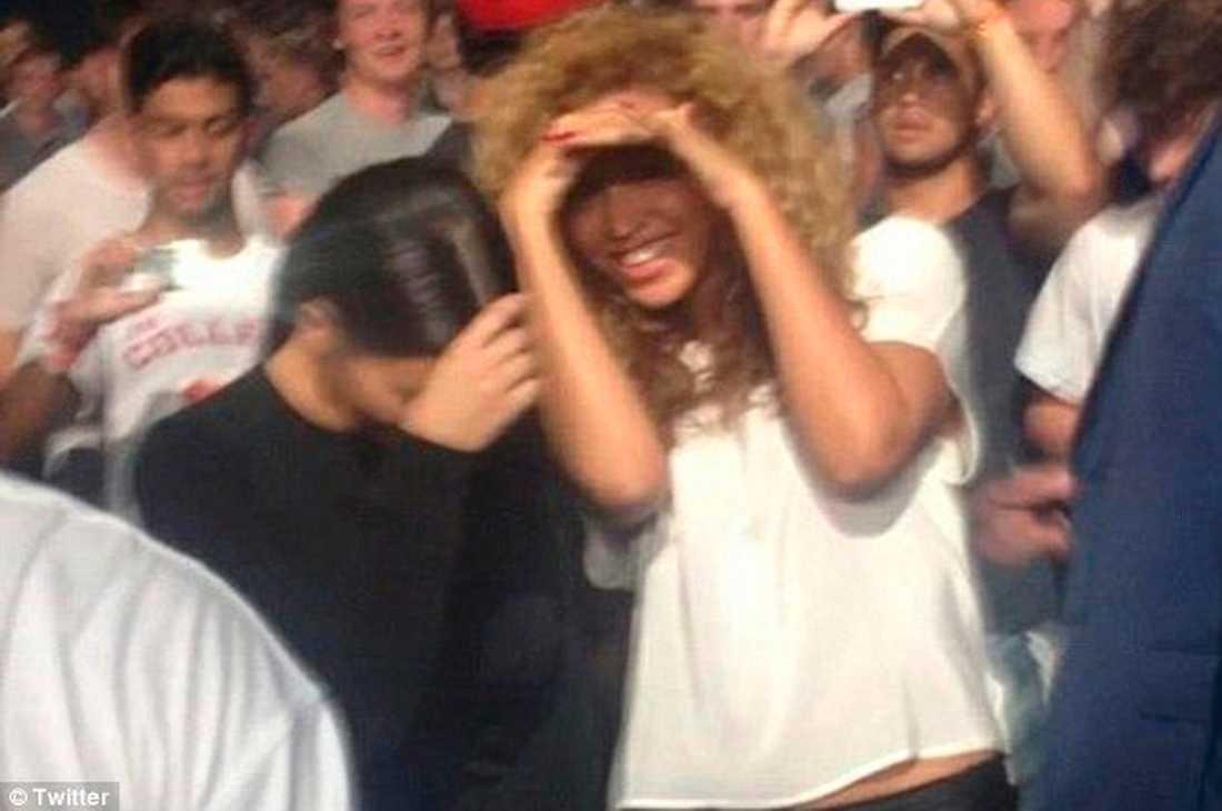 Under pojkvännernas konsert fann Kim och Beyoncé varandra.