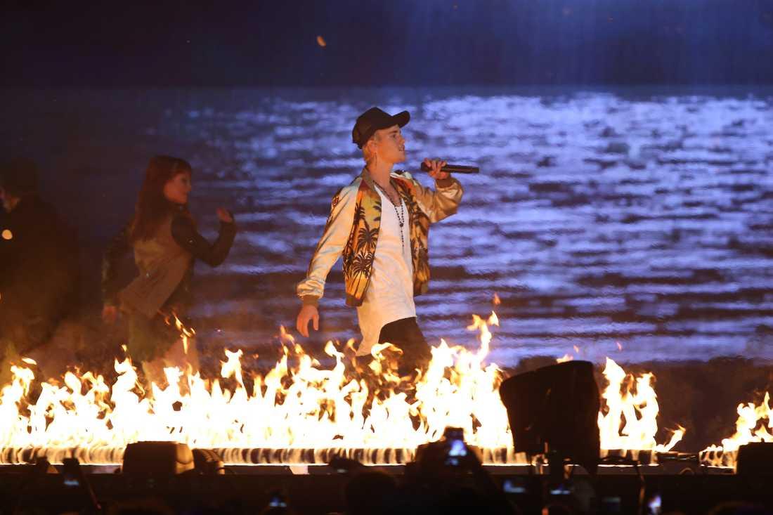 Justin Bieber på scen under Brit Awards den 24 februari 2016.