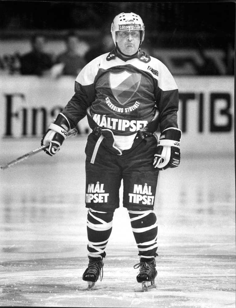 Firandet innehöll också en hockeymatch, inför Djurgården-Brynäs på Johanneshovs isstadion. Lars-Gunnar förstås i Djurgårdströjan.