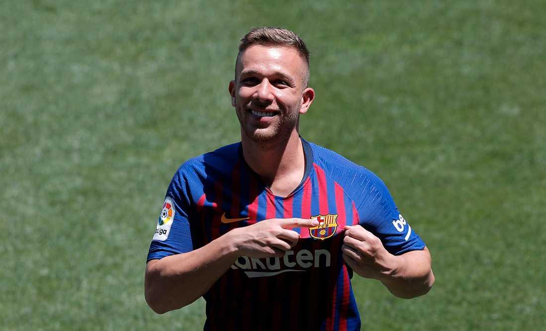 Arthur lämnar Barcelona