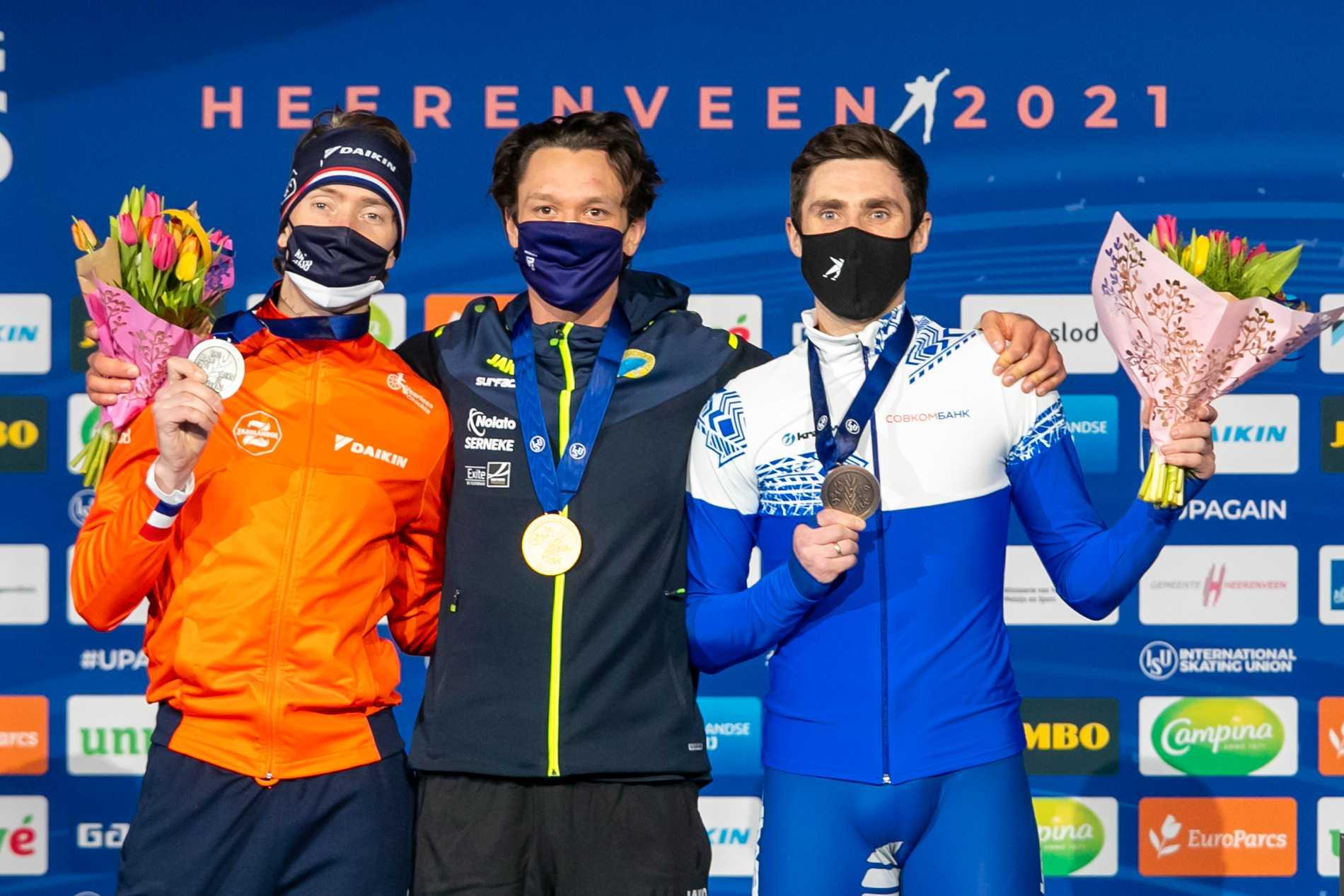 Nils van der Poel (mitten) fick ett välkommet tillskott efter söndagens VM-guld.