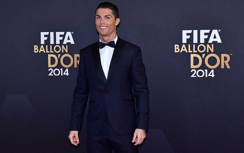 Ronaldo - en av tre nominerade till Guldbollen.