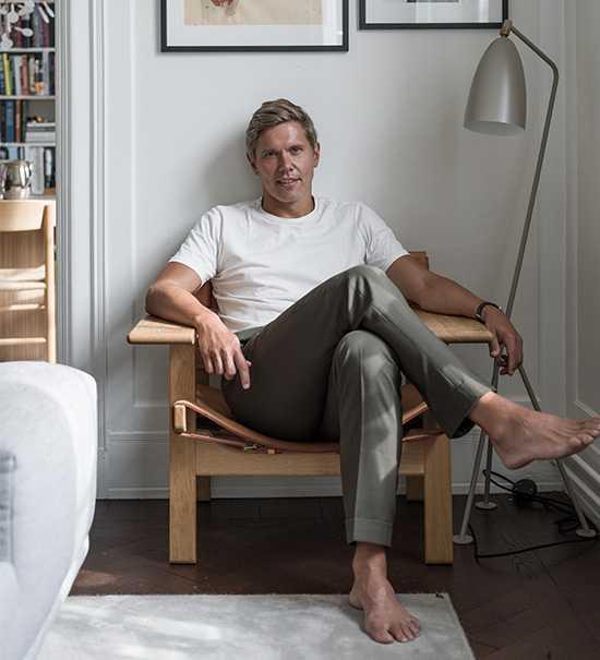 """Tommy Myllymäki kom nyligen ut med nya kokboken """"Myllymäkis menyer"""". Nu får han också pris för bästa affärskrog."""