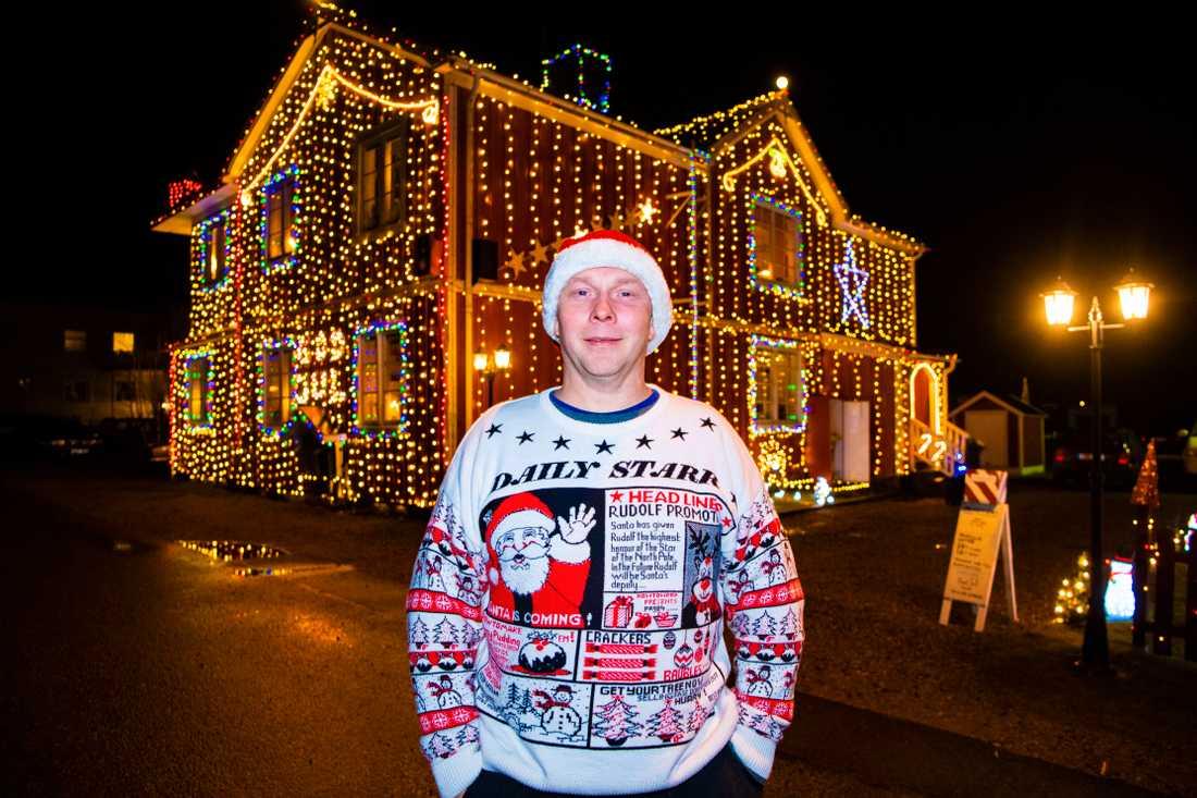 Förberedelserna inför julens pyntning brukar börja redan i augusti hemma hos Mikael Sjöberg.