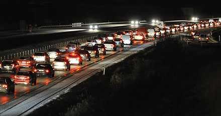 Kilometerlånga köer efter olycka utanför Lund efter en av olyckor i Skåne under fredagen.