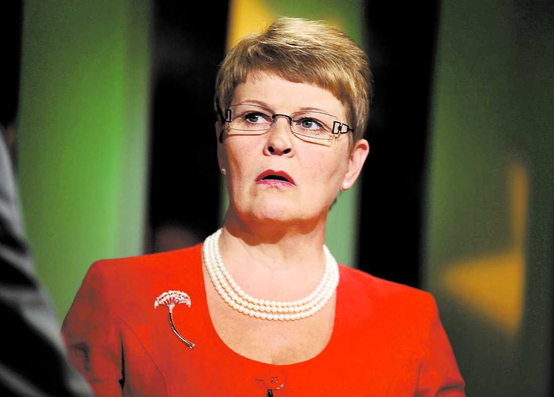 """""""BEHÖVER INTE LUFTA ALLT"""" Näringsministern erkände i går att hon känt till Vattenfalls avtal i Tyskland sedan i våras."""