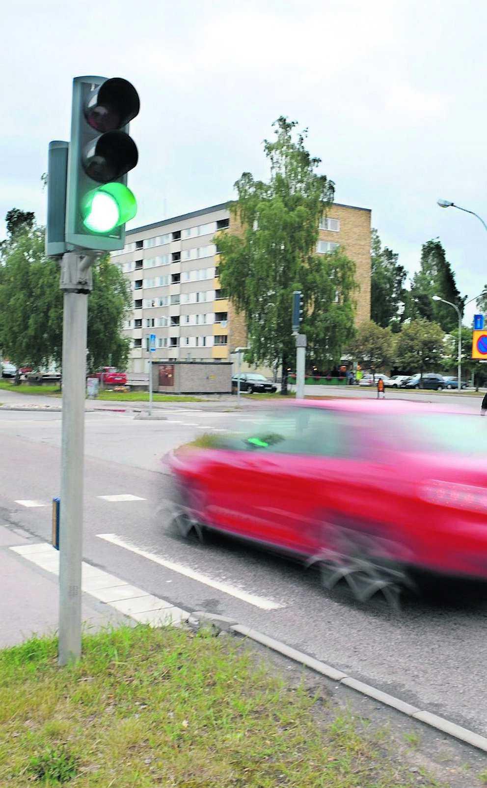 Blev livrädd Här vid övergångsstället i Eskilstuna slogs den 87-årige pensionären blodig av 23-åringen.