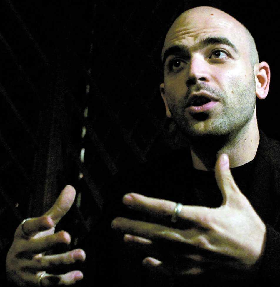 """Författaren Roberto Savianos avslöjande om den neapolitanska maffian i boken """"Gomorra"""" har gett eko över hela världen."""