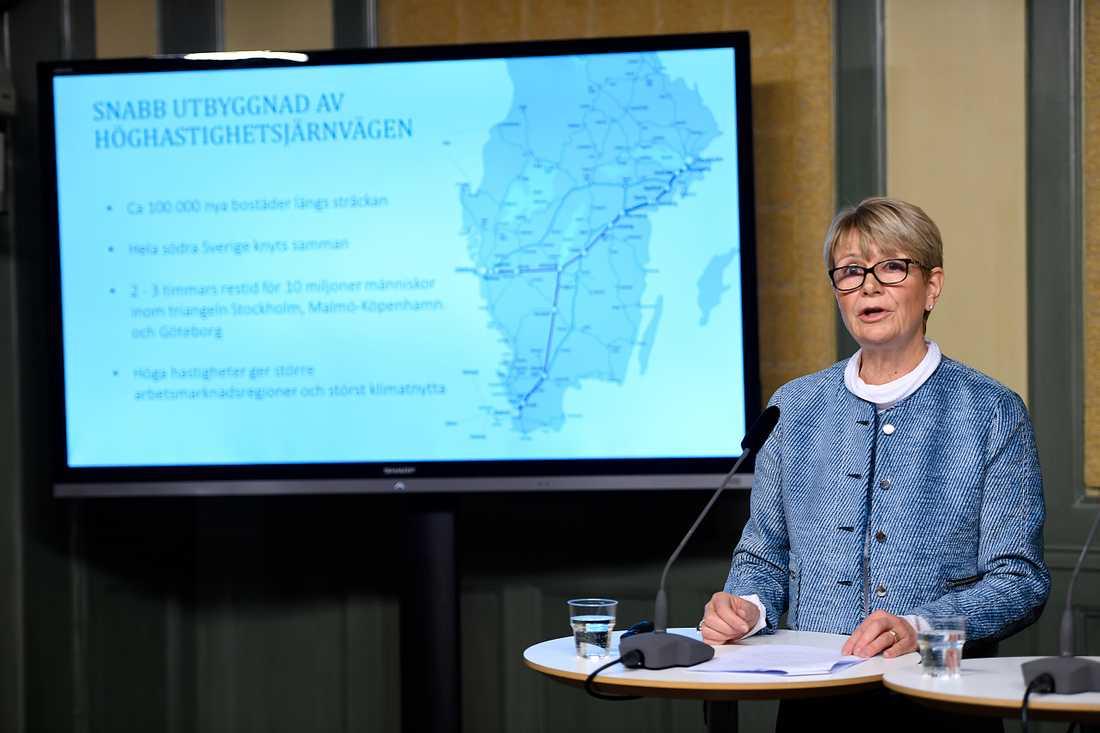 Utredaren Catharina Håkansson Boman presenterar slutbetännkandet av Sverigeförhandlingen om höghastighetståg i Sverige.
