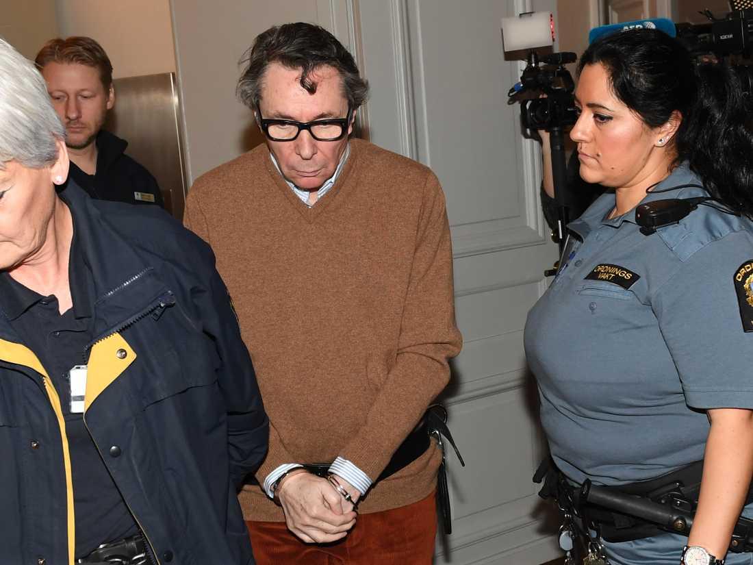Kulturprofilen Jean-Claude Arnault anländer till rättegången i Svea hovrätt.