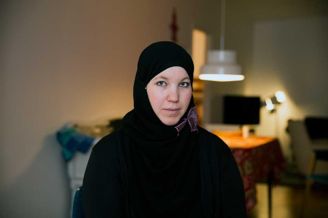 """Anna Waara ville att en moské skulle byggas i Luleå – då stormade män in på hennes arbetsplats och skrek. Hon  har anmält hatbrott mot henne tolv gånger. """"Jag är alltid på min vakt"""", säger hon."""