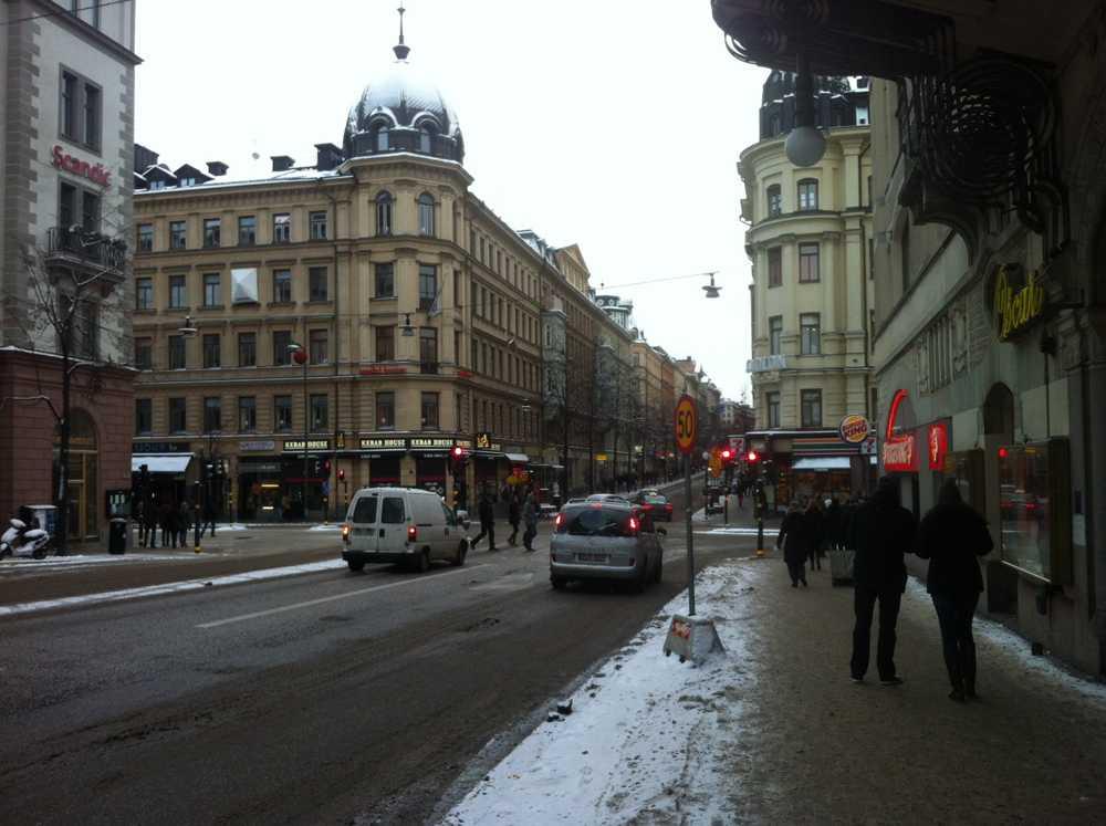 Korsningen Vasagatan/Kungsgatan i Stockholm vid lunchtid på lördagen.