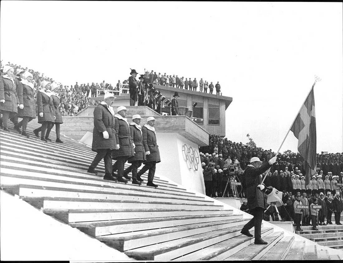 OS i Innsbruck 1964, Carl-Gustav Briandt, ledare, fick bära fanan