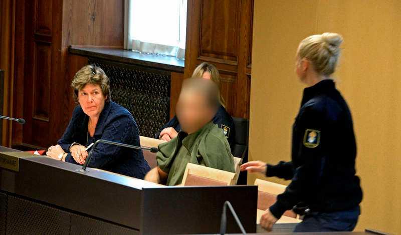 """""""Höll henne fången"""" I går hölls häktningsförhandlingar i Stockholms tingsrätt. Den 35-årige läkaren ska bland annat genomgå en mindre sinnesundersökning."""