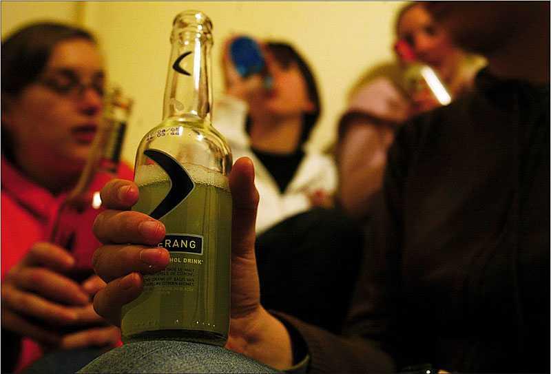 var tydlig För att få ungdomar att låta bli alkohol gäller det som förälder att vara tydlig med att säga nej.