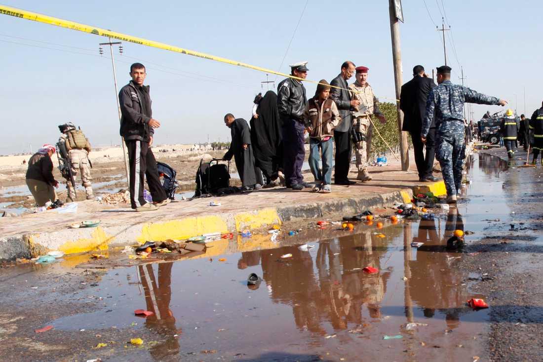 Minst 50 döda En attack från självmordsbombare krävde 50 dödsoffer och en svensk 15-åring befaras vara död.