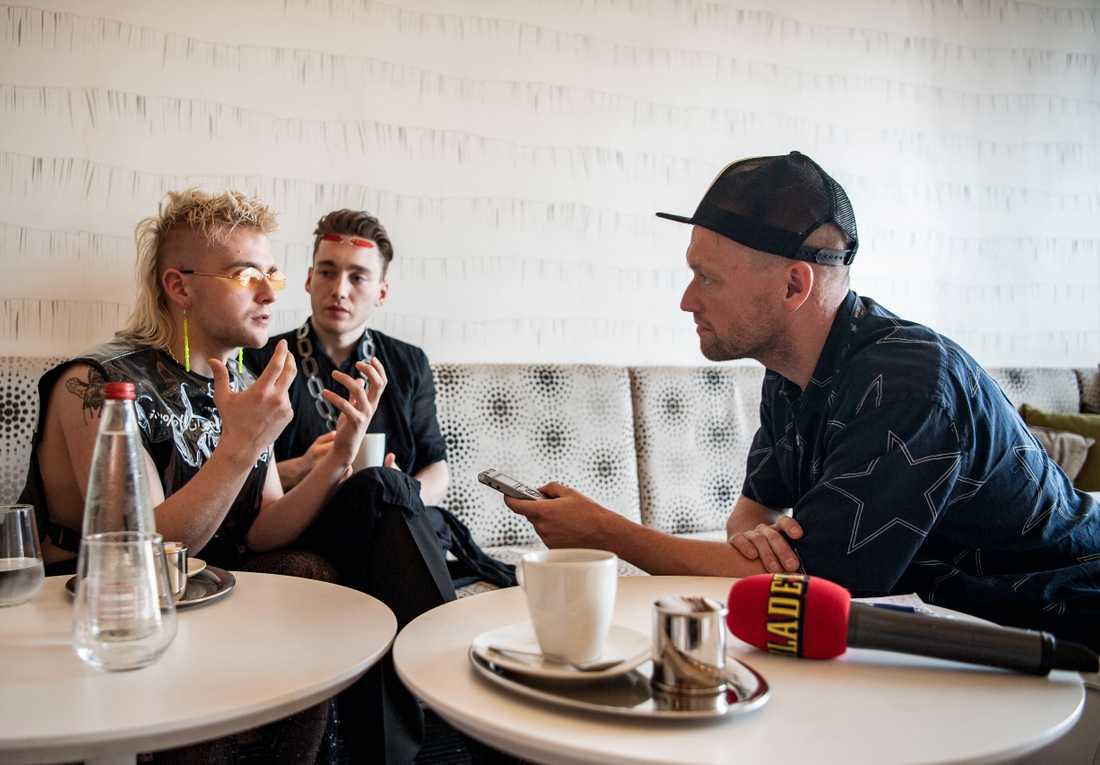Nöjesbladets Torbjörn Ek träffar Hataris sångare Klemens Hannigan och Matthías Tryggvi Haraldsson