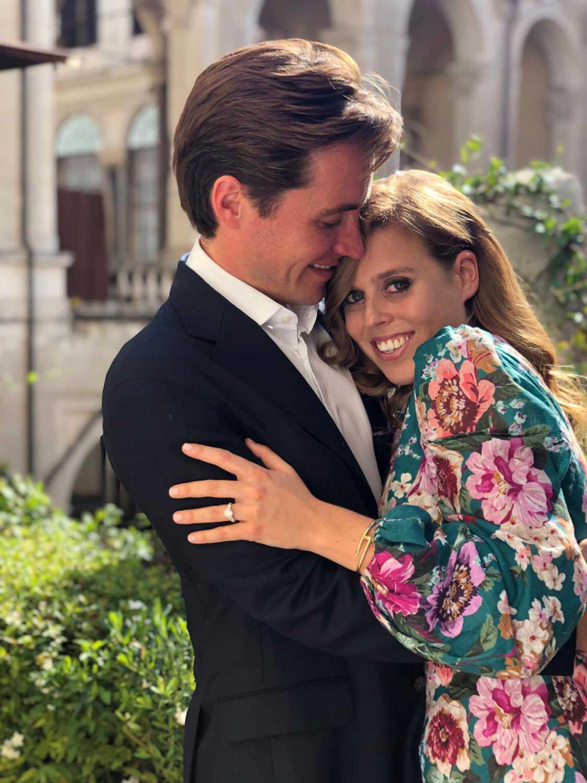 Edoardo Mapelli Mozzi, 34, och prinsessan Beatrice har tillkännagett sin förlovning. Den italienske fastighetsmiljonären designade själv förlovningsringen som ska ha kostat 1,2 miljoner kronor