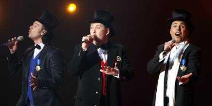 Lettland Sex herrar i hatt.