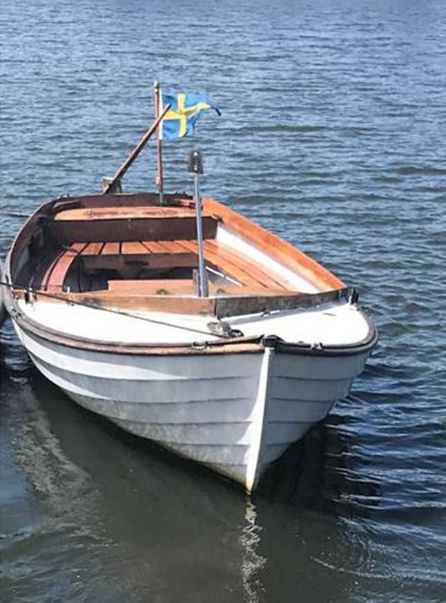 Polisen vill komma i kontakt med personer som har sett en mindre bohusjolle i skärgården i Karlskronatrakten söndagen den 26 juli mellan klockan 06.30 och 15.00.