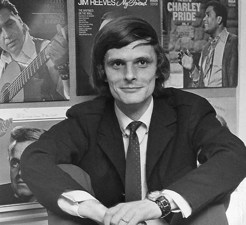 """Genombrottet kom 1969. Då släpptes debuten """"En liten fågel sjöng"""", och bara några månader senare låg Alf Robertson på Svensktoppen med låten """"Riv inte vårt kvarter""""."""