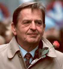 älskad & hatad Olof Palme var Sveriges statsminister åren 1969–1976 samt 1982–1986, då han sköts ned på öppen gata.