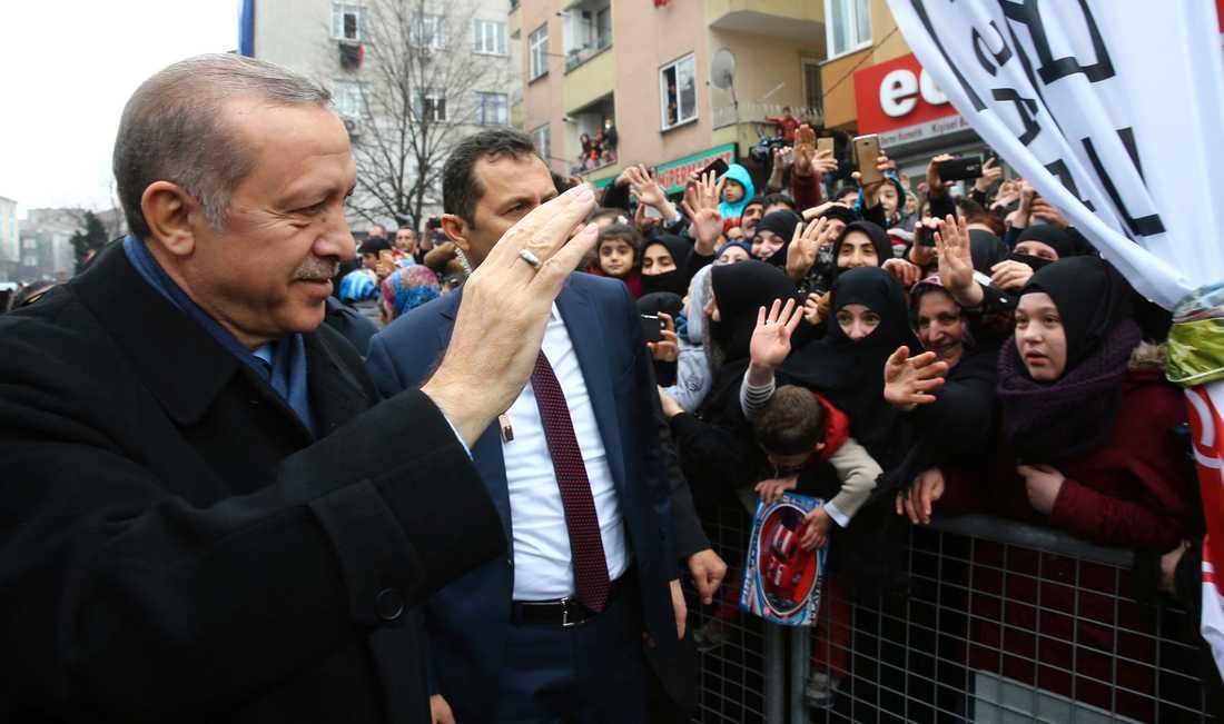 Turkiets president Erdogan under valmöte i Istanbul på lördagen.