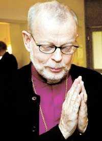 Ärkebiskop K G Hammar har uttryckt tveksamhet om bland annat jungfrufödsel, evangelierna och Jesus mirakel. Åsikter som retade traditionalisterna inom kyrkan. Nu är Hammar anmäld till kyrkans ansvarsnämnd.