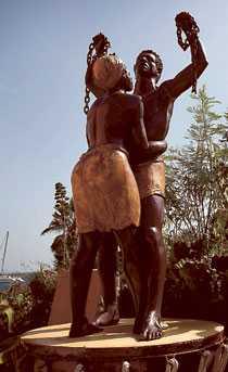 Slaveriet är ett återkommande tema för öns alla konstnärer. Deras verk kan ses lite varstans.