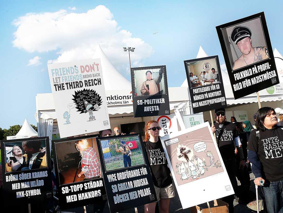 Demonstration i samband med Jimmie Åkessons valtal på Järvafältet utanför Stockholm i juni tidigare i år.