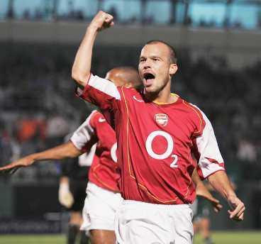 STANNAR I LONDON Fredrik Ljungberg skriver nytt kontrakt med Arsenal. Hans nya lön blir 600000 kr - i veckan.