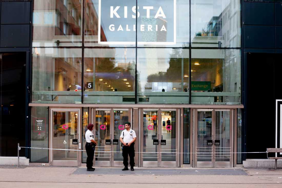 Rånarna slog till mot Kista galleria utanför Stockholm.