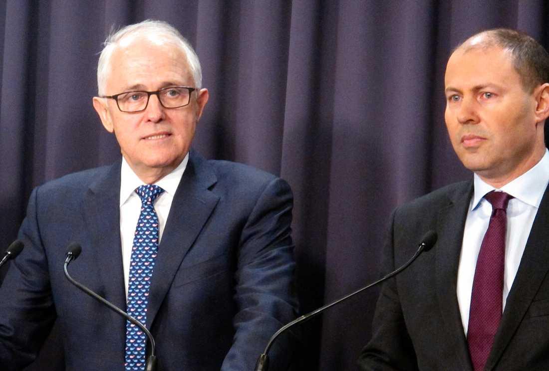 Australiens premiärminister Malcolm Turnbull, till vänster, och miljöminister Josh Frydenberg i Canberra under måndagen.