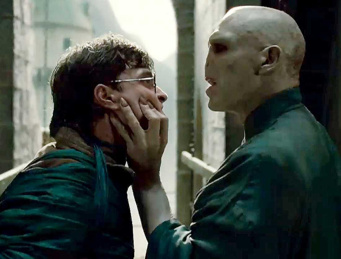 PÅ POTTKANTEN? Här gör Harry Potter upp en gång för alla med ärkefienden Voldemort. Filmerna om trollkarlen tar farväl med buller och bång och stundtals är det som ett krigsepos.
