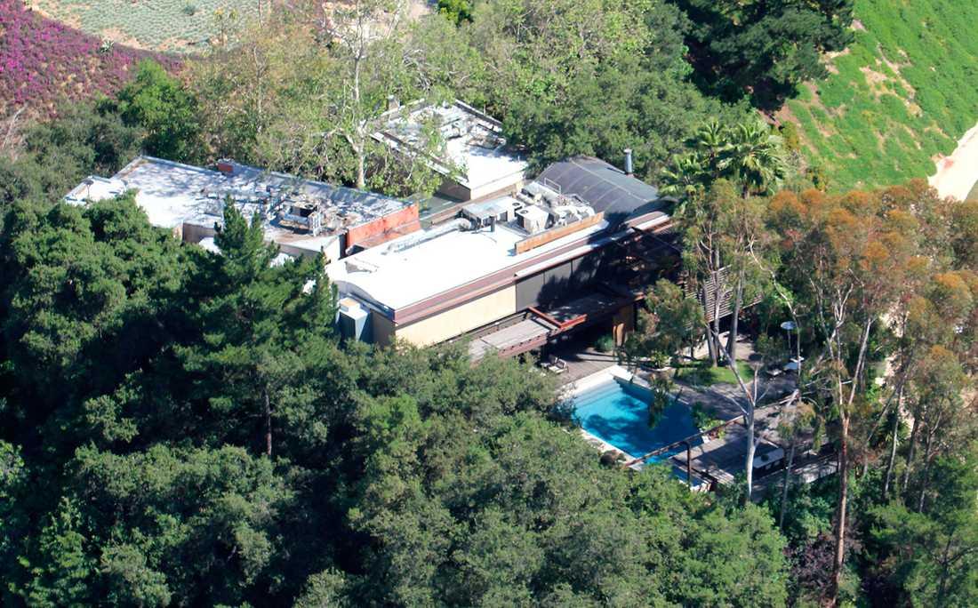 Det var tidigt under söndagsmorgonen som mannen hittades död i Demi Moores pool i Los Angeles