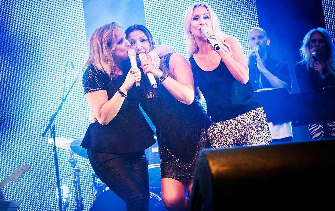 Stockholm pride 2013. Shirley Clamp, Elena Paparizou och Jenny Pettersson.