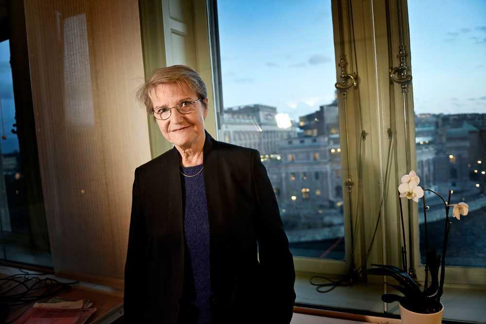Kristina Persson (S)  tillsätter tre analysgrupper som redan till jul ska presentera politiska förslag.